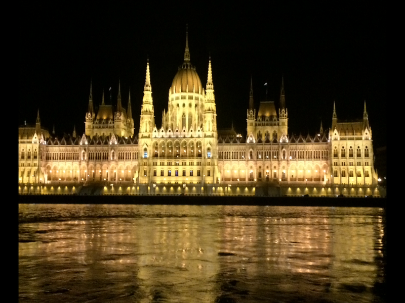 Scenic_Budapest_at_night_1_800x600