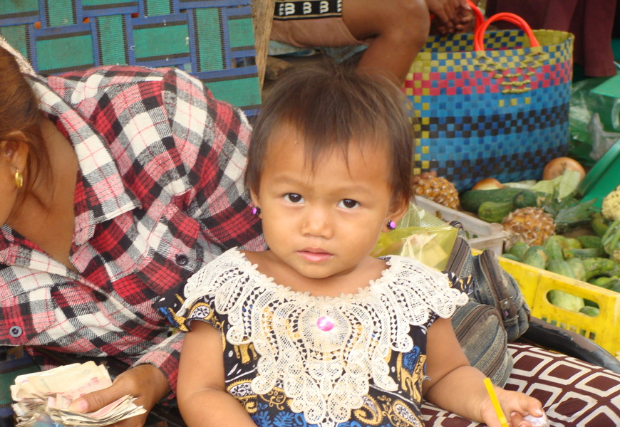 Cambodia-_Little_Girl_870x600
