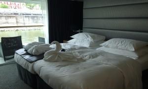 Scenic_Standard_Balcony_cabin_1000x600