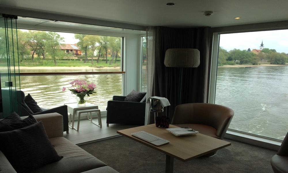 Scenic_Suite_Sitting_room_1000x600